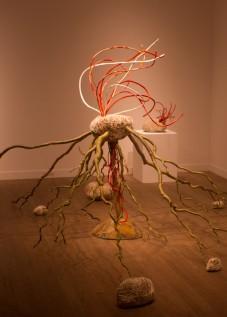 伊藤三千代展「和の考察」-白と緋のイメージ-